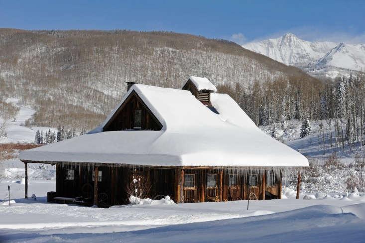 the dunton hot springs bathhouse cabin in winter. 9