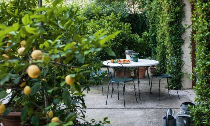 thisitalian designed garden table &#8\2\20;makes us want to settle into a 14