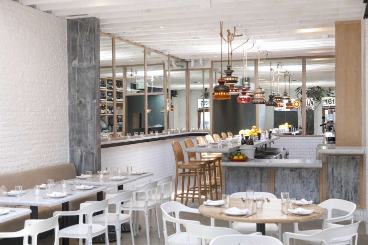 Salt Air, a new seafood bistro, has just opened on Abbot Kinney in LA, with Greg Daniels (of Jean-Georges Vongerichten) manning the kitchens. We&#8