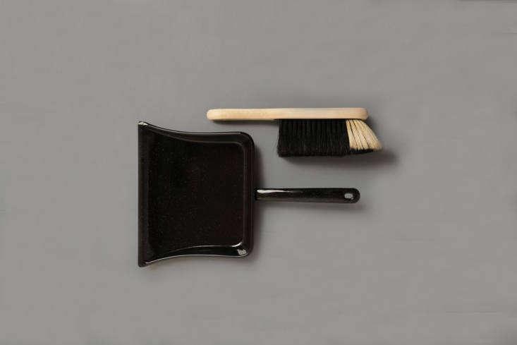 the dustpan and brush set from labour & wait includes a black enamel dustpa 10