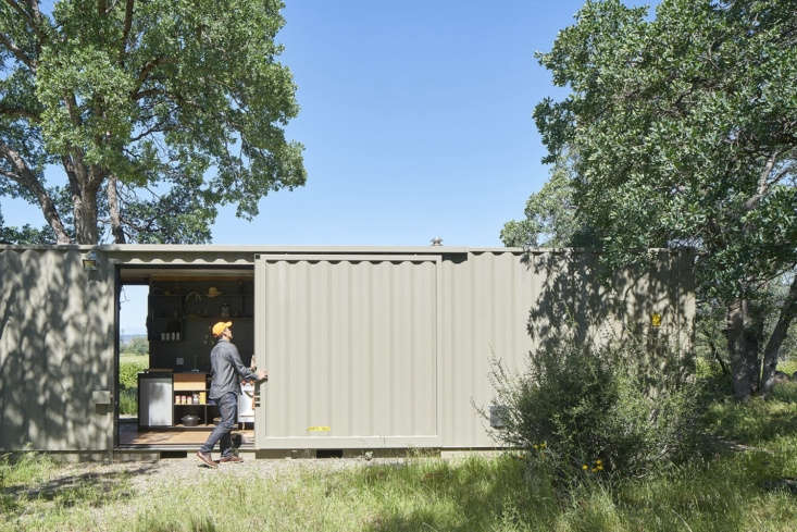 architect david yama of yamamar design turned a 40 foot highboy shipping contai 13