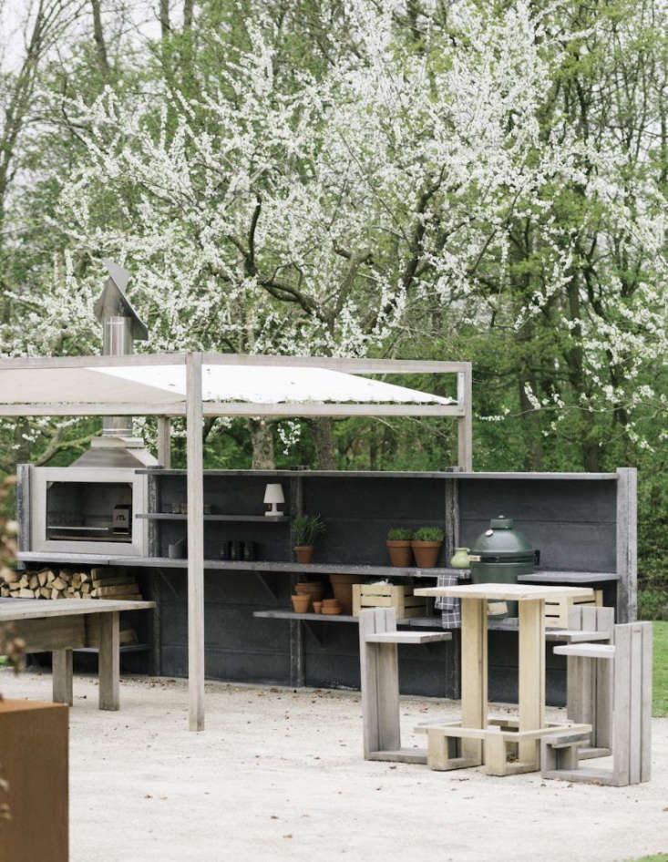 The WWOO kitchen in anthracite.