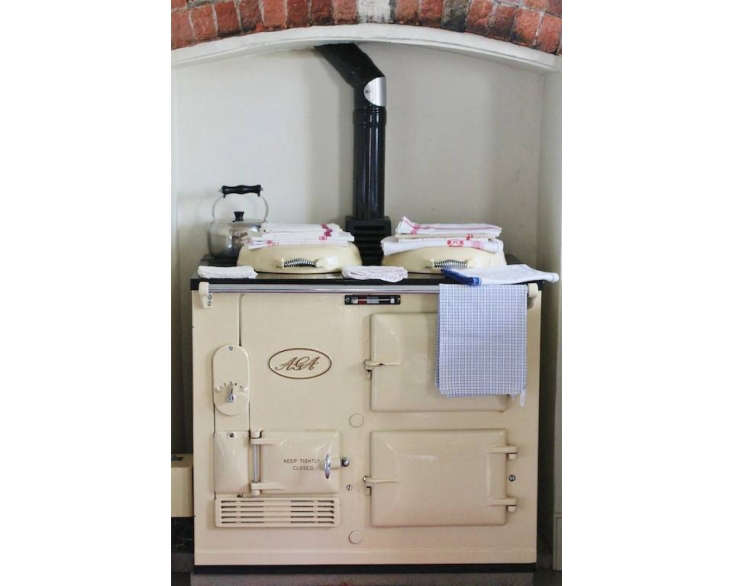 Object Lessons The Great British Range Cooker The classic: An Aga from \194\2 reconditioned by UK appliance specialist Twyford Cookers. The Aga has begun to gain popularity in the US; see below for sourcing.Here&#8\2\17;s a primer onhow Agas operate.Photograph courtesy ofThe Foodie Bugle.