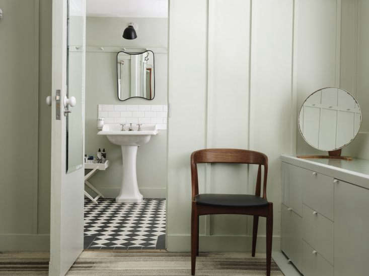 the hotel&#8\2\17;s vintage floor and wall mirrors were sourced from \20t 11