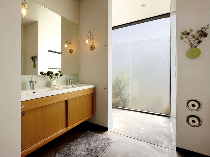 Neal Schwartz Hydeaway House Bathroom Toilet Roll Holder 01 0