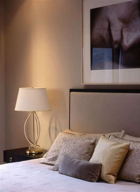 park avenue bedroom &#8\2\1\1; a sam samore photograph hangs over a custom  22