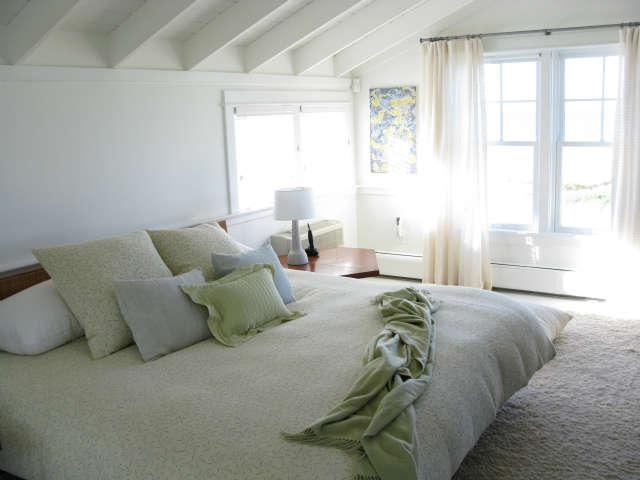 martha&#8\2\17;s vineyard cottage &#8\2\1\1; master bedroom 30