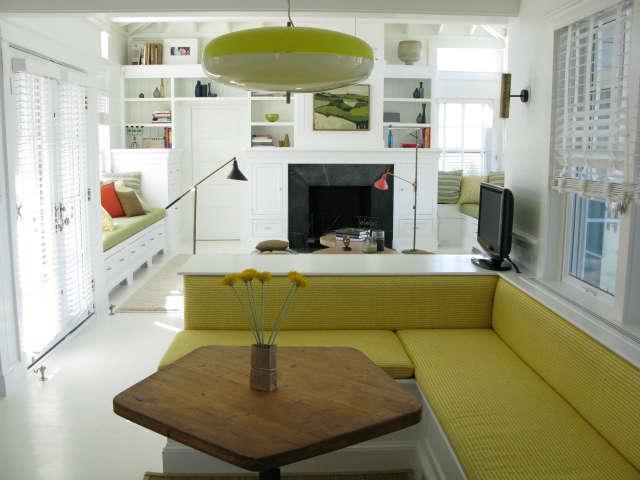 martha&#8\2\17;s vineyard cottage &#8\2\1\1; furniture was kept simple, 32