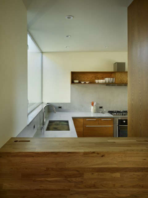 Backyard House Kitchen Photo: Ben Benschneider