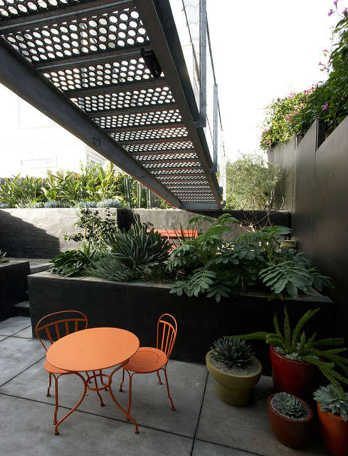 a bridge to the garden &#8\2\1\1; design by flora grubb gardens staff desig 12