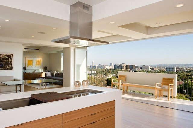 Doheny Plaza: Condominium remodel.