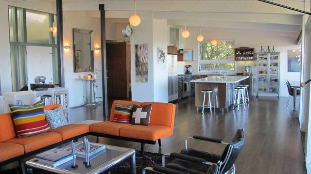 Hillside Modern House, living & kitchen
