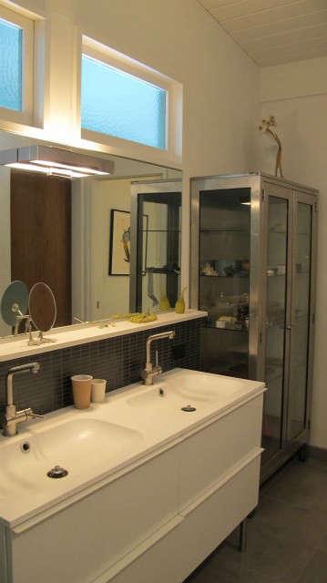 Hillside Modern House, master bath