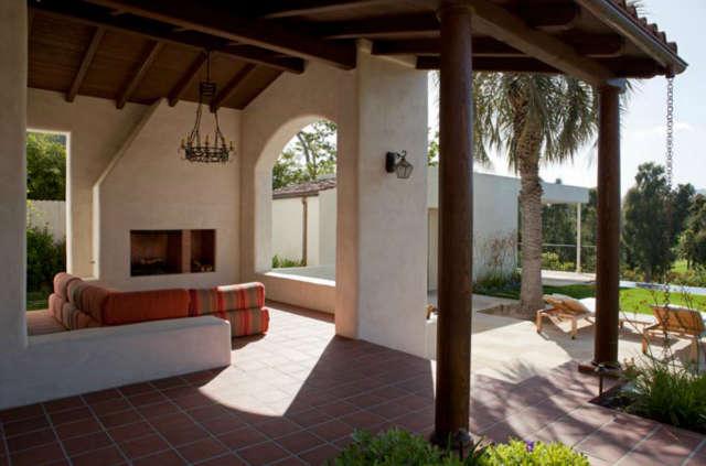 La Mesa Fireplace + Patio