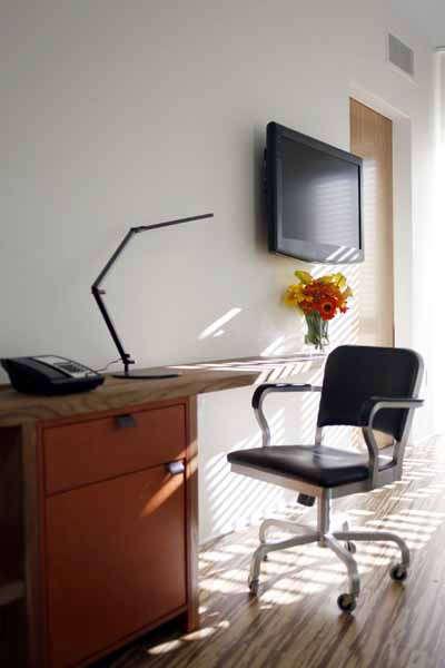 h\2 hotel guestroom &#8\2\1\1; architect: david baker + partners 18