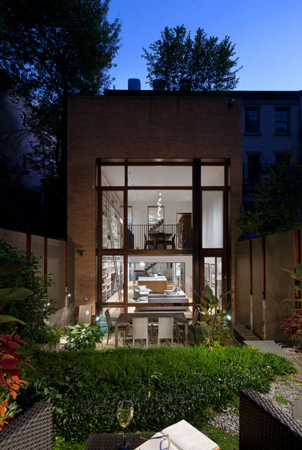 Leone Design Studio Brooklyn Heights Townhouse: rear addition: Rear addition to Landmarked townhouse in Brooklyn Heights Photo: Albert Vecerka