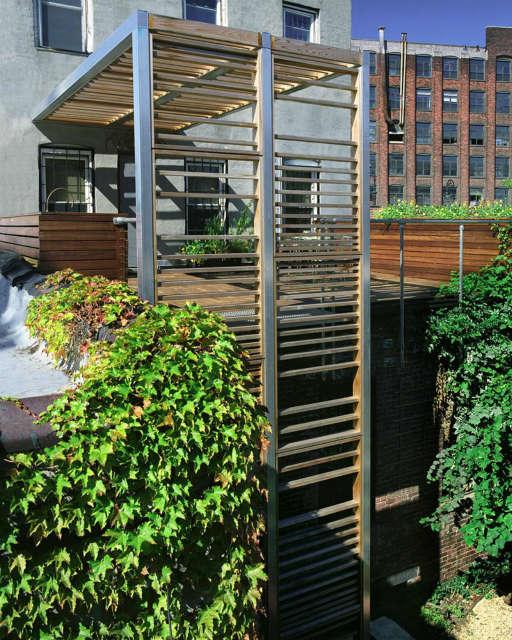 Leone Design Studio Brooklyn roof deck & trellis Photo: Steve Williams