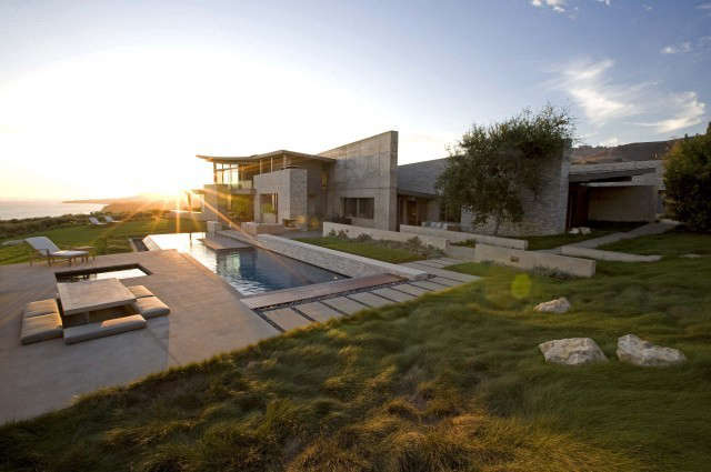 altamira residence: overlooking the pacific ocean, the home occupies a \20 acre 11