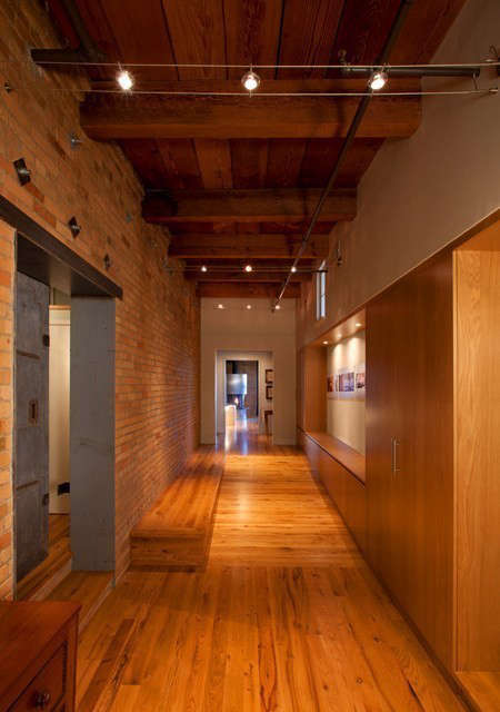 Albertsson Hansen Architecture Historic Modern Loft &#8\2\1\1; Entry Hall: Entry hall in remodeled loft space Photo: Dana Wheelock