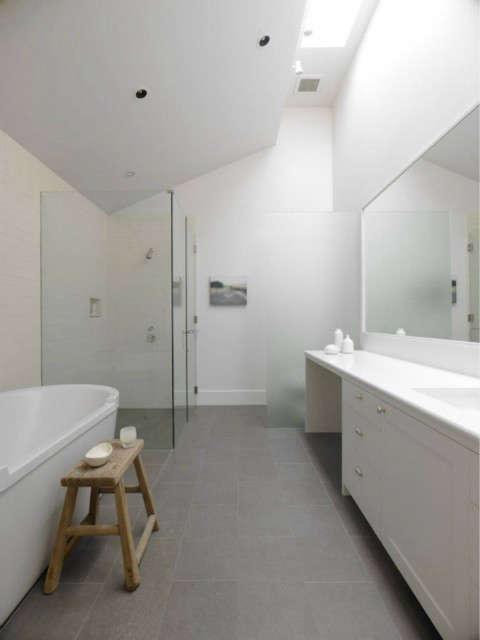 sonoma farm house: master bath photo: bruce damonte 24