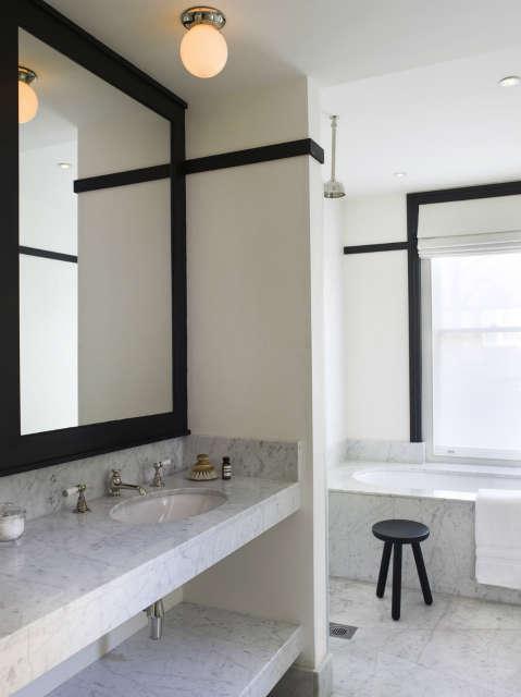 Notting Hill home: Bathroom Photo: Chris Tubbs