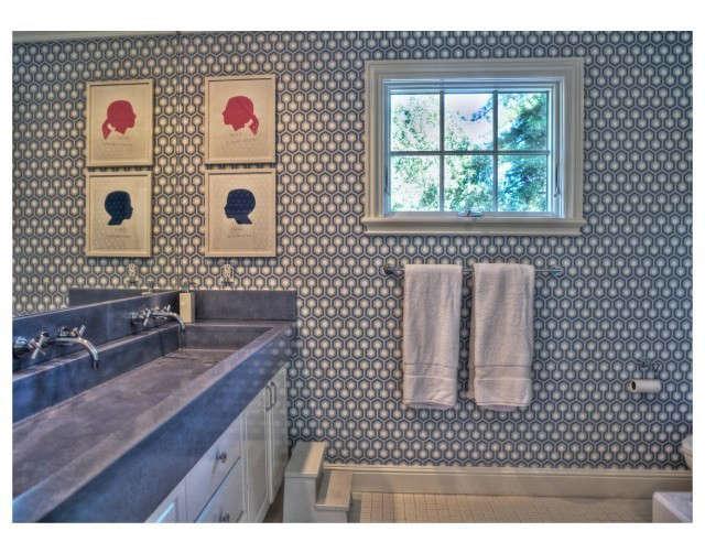 Kriste Michelini Interiors Alamo Residence &#8\2\1\1; Kids Bath: Kids Bath &#8\2\1\1; Trough Sink Photo: Lisa Duncan