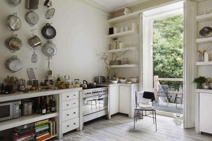 700 english kitchen stove and shelving