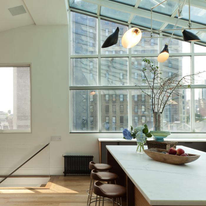 A New York Flat with a Glamorous View portrait 3