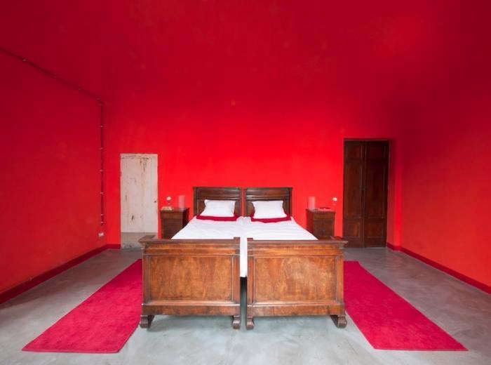 the love holiday had alexa reminiscing about this red room that julie posted ab 10