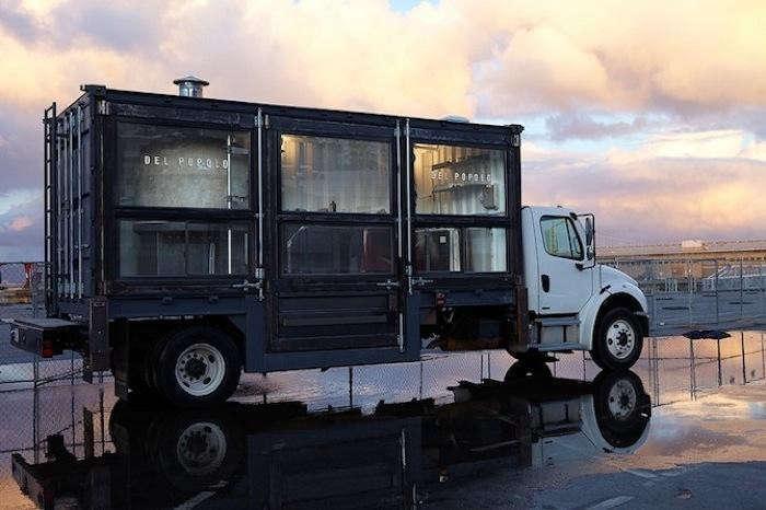 700 sf food truck del popolo black truck