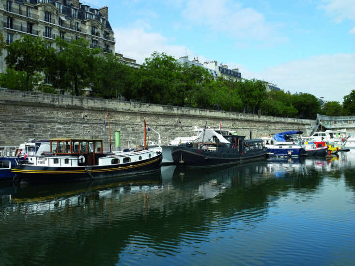 70a Valerie Mazerat houseboat Richard Powers Thames & Hudson Remodelista