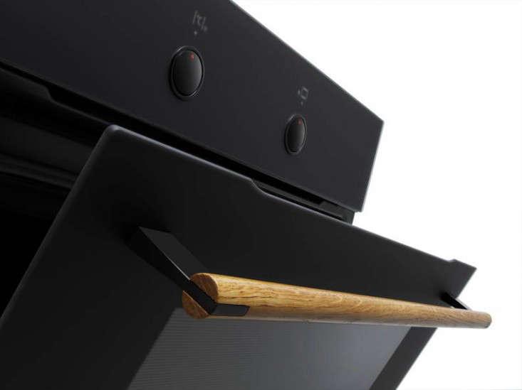 Calm in the Kitchen The Amica Zen Oven portrait 5