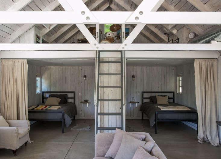 amanda pays la bunkhouse polished concrete floor remodelista 02 13