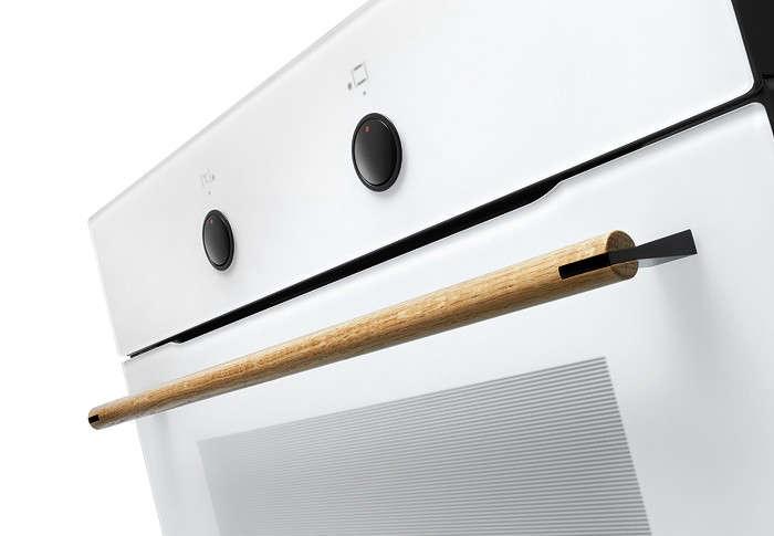 Calm in the Kitchen The Amica Zen Oven portrait 7