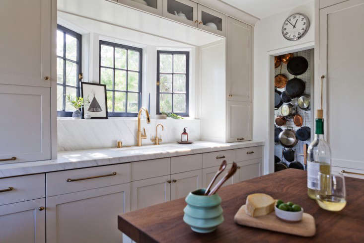 Kitchen of the Week Practicality in White Marble portrait 4