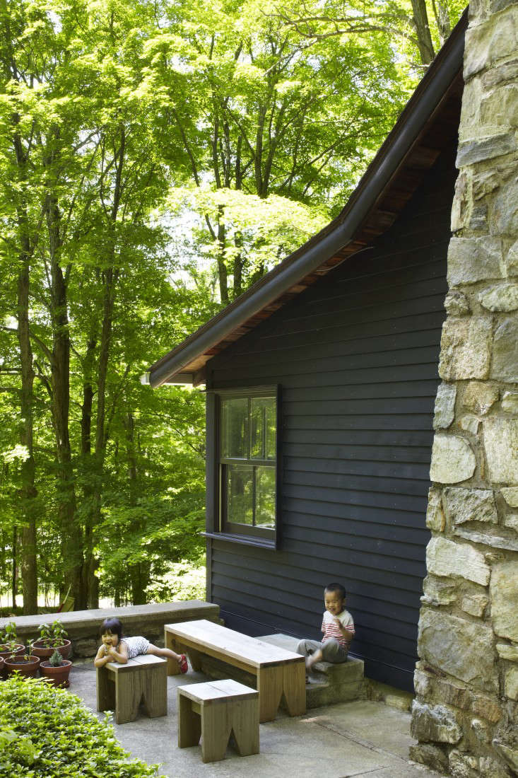 The New Pioneers An Architects OneRoom Family House portrait 3