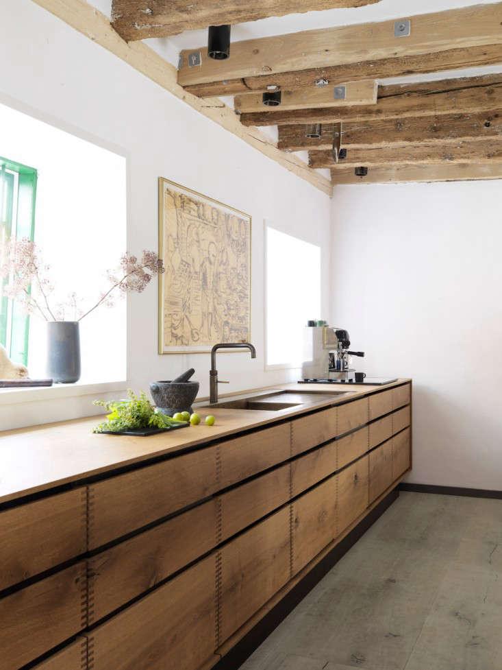 bespoke kitchen model dinesen heartoak oak remodelista 2 10