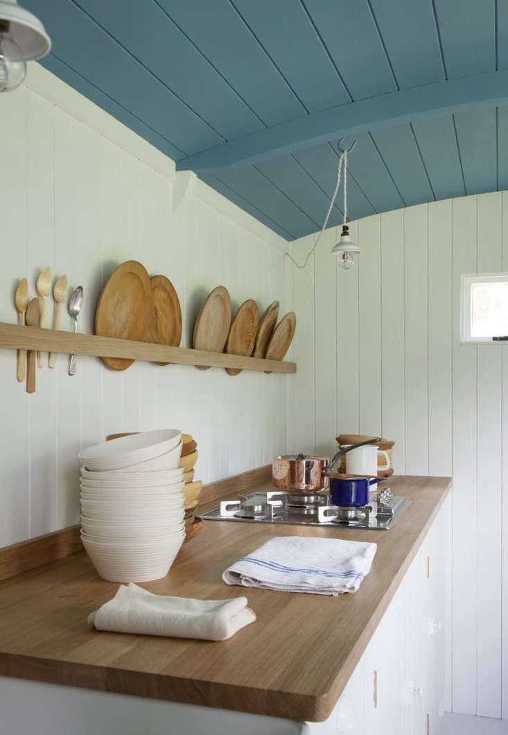 A single strip of wood functions as a plate rack in the British Standard Shepherd&#8