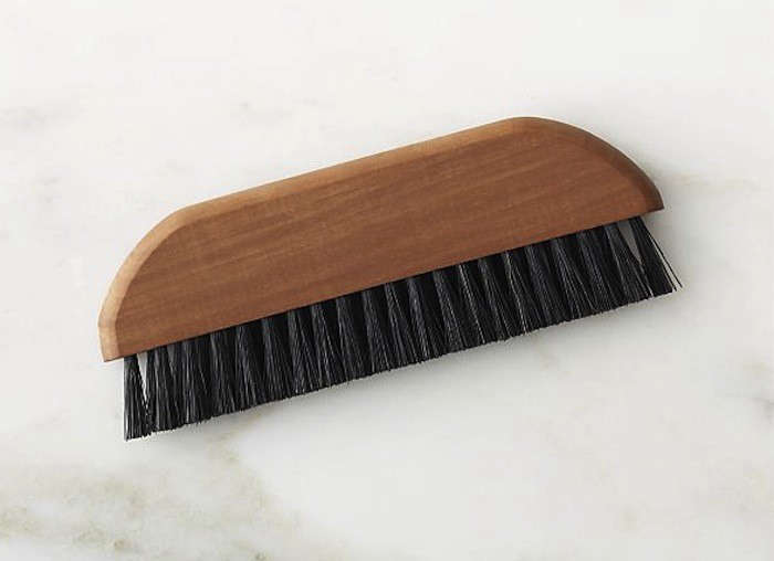 Care redecker compact lint brush3