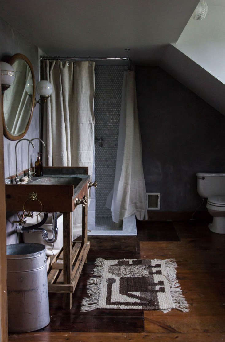 Catskills-Farmhouse-master-bath-by-Jersey-Ice-Cream-Co-Remodelista-1