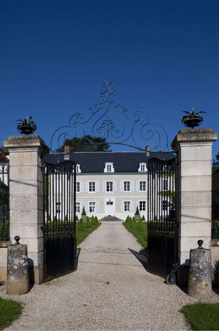 A Burgundy Chteau Hotel Edition portrait 3