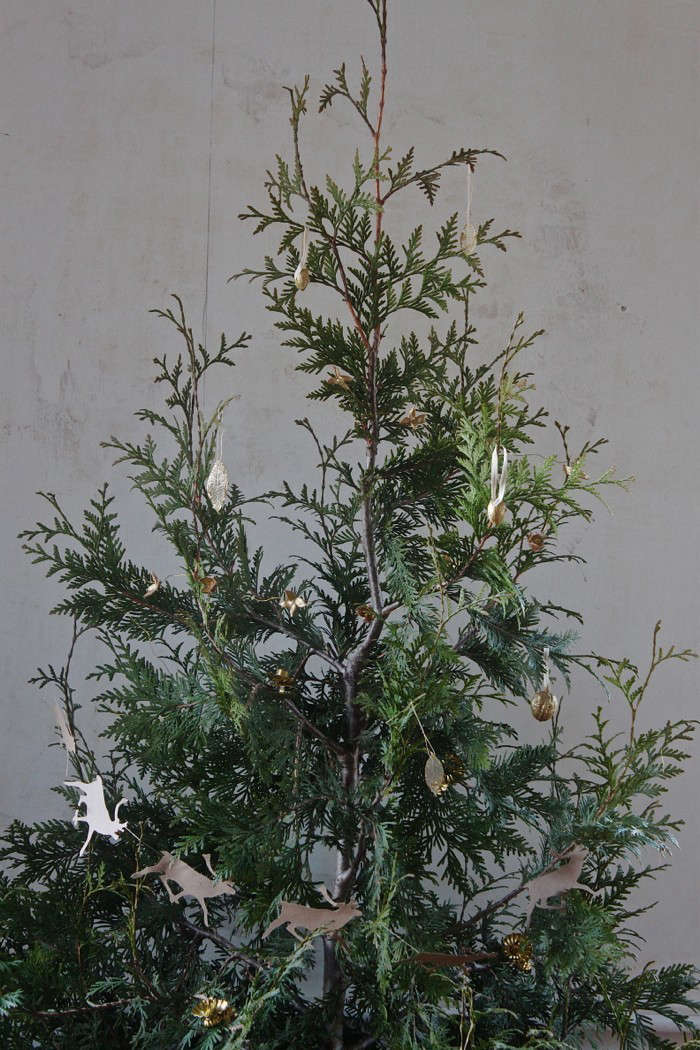 This season, Justine went with a live Christmas tree (see DIY: Plant Your Christmas Tree) and made her own ornaments with her two children (see Gilded Tree: Inspired by Nature).