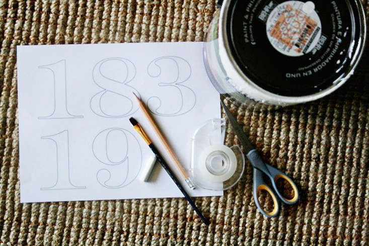 Create curb appeal with your favorite fonts. Learn how to paint your own house numbers in this week&#8