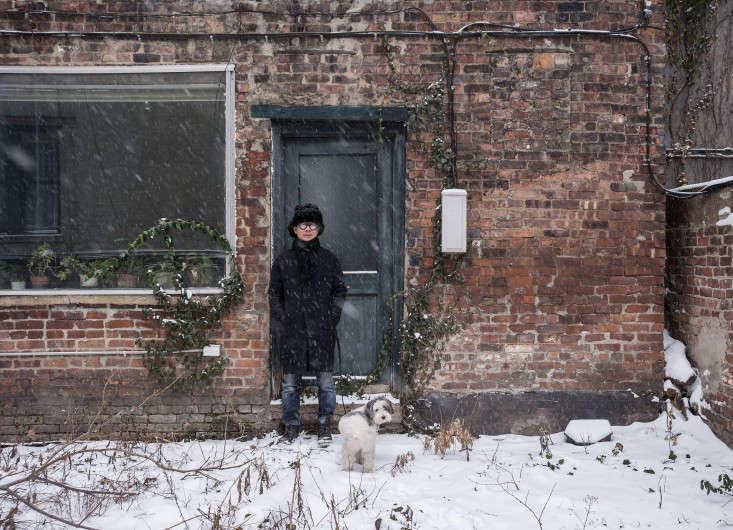 Life on the Edge An Architects Eccentric NYC Loft portrait 19
