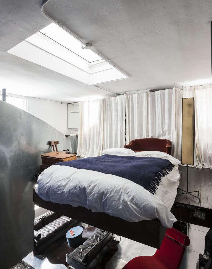 Life on the Edge An Architects Eccentric NYC Loft portrait 11