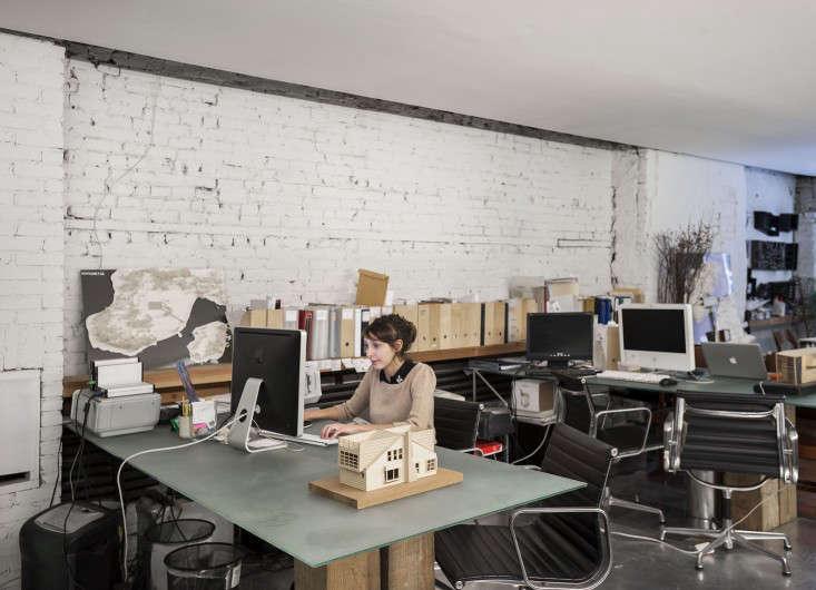 Life on the Edge An Architects Eccentric NYC Loft portrait 17