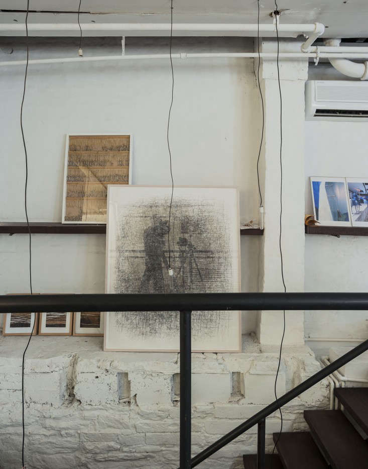 Life on the Edge An Architects Eccentric NYC Loft portrait 16