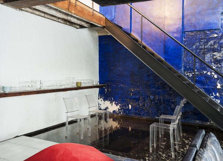 Life on the Edge An Architects Eccentric NYC Loft portrait 10