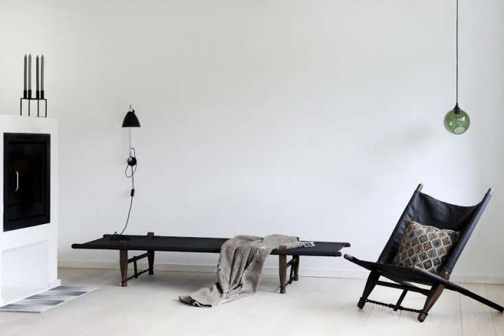 10 Easy Pieces Modern Daybeds portrait 12