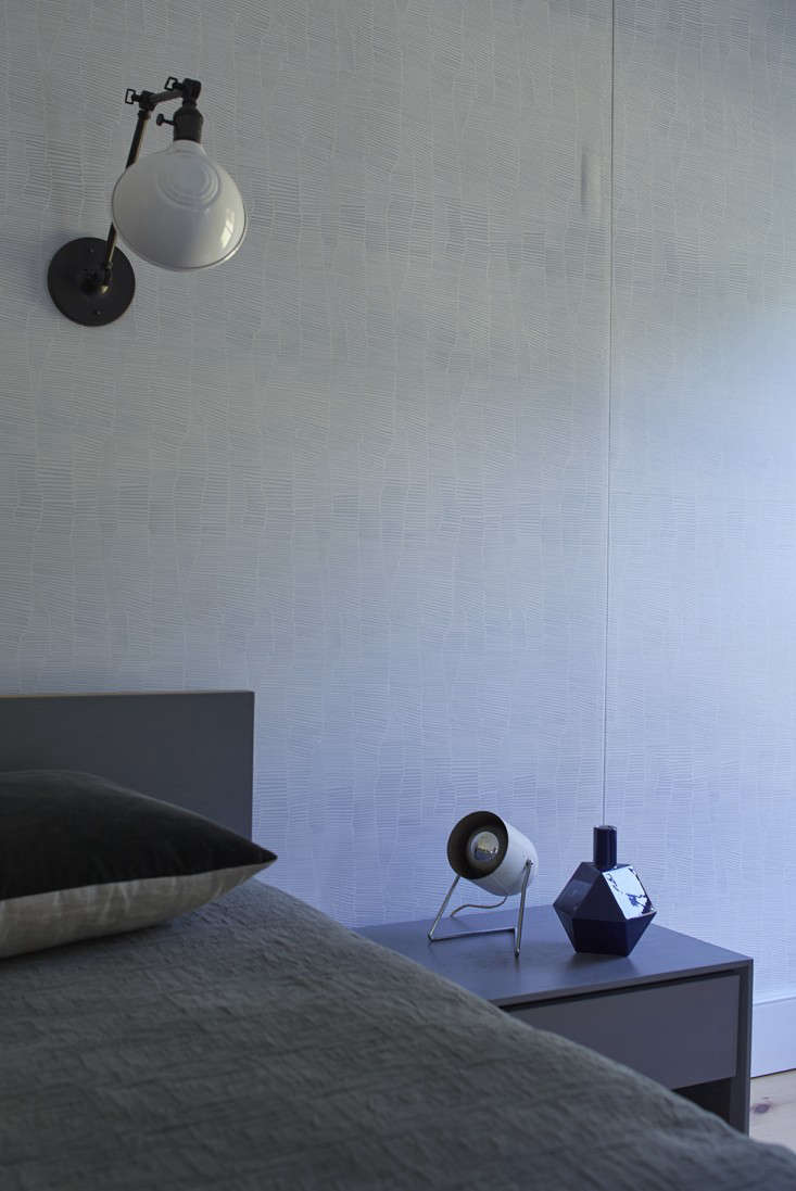 The subtle pattern behind the bed is Walnut Wallpaper&#8